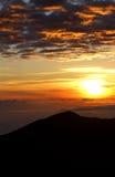 火山的日出 免版税库存照片
