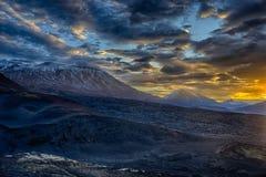 火山的日出 库存照片