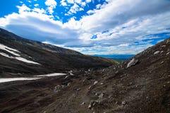 火山的横向 阿瓦恰火山火山-堪察加半岛活火山  俄罗斯,远东 免版税库存图片
