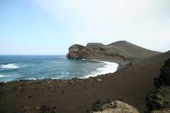 火山的海滩 免版税库存图片