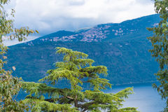 火山的湖在意大利 库存图片