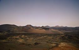 火山的火山口和全景,兰萨罗特岛 免版税库存图片