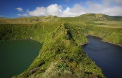 火山的火山口的湖在弗洛勒斯海岛,亚速尔群岛上 免版税库存图片