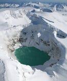 火山的火山口的酸湖 免版税库存照片