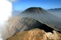 火山的火山口 免版税库存图片