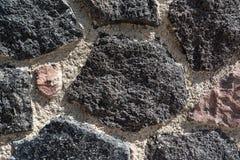 火山的石墙特写镜头在圣托里尼,希腊 库存照片