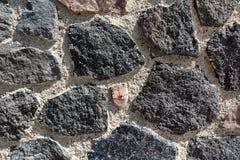 火山的石墙特写镜头在圣托里尼,希腊 免版税库存照片