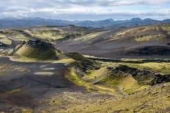 火山的风景在Lakagigar,拉基火山火山口,冰岛 免版税图库摄影