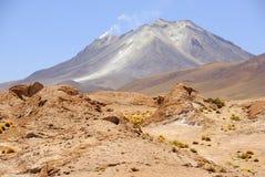 火山,边界智利-玻利维亚 图库摄影