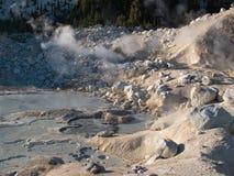 火山bumpass地狱拉森国家的通过 免版税库存照片
