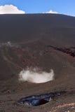 火山Etna的火山口在西西里岛 免版税库存图片