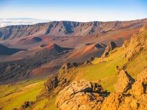 火山HaleakalÄ 的日出视图,毛伊,夏威夷 免版税库存照片
