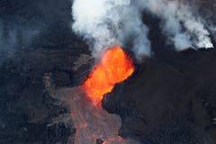 火山Kilauea的火山爆发的鸟瞰图 库存图片