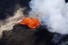 火山Kilauea的爆发的鸟瞰图在夏威夷的 免版税库存照片