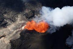火山Kilauea的爆发的鸟瞰图在夏威夷的 库存照片