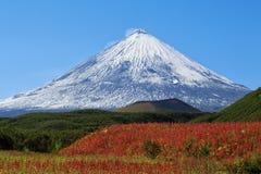 火山Klyuchevskaya小山 (4800m) 免版税库存照片