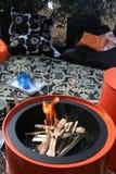 火庭院野餐大桶 图库摄影