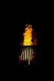 火木头燃烧的火炉黑暗夜 图库摄影
