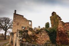 火毁坏的被破坏的房子跟随大屠杀耳鼻喉科 库存照片