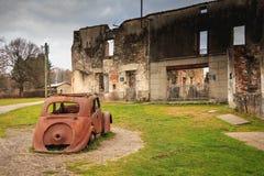 火毁坏的被破坏的房子跟随大屠杀耳鼻喉科 免版税库存照片