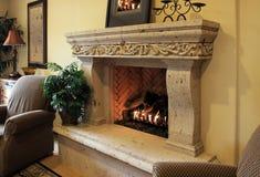 火温暖的木头 免版税库存照片