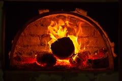 火火焰在烤箱的 免版税库存照片