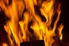 火火焰在黑背景的 免版税库存图片