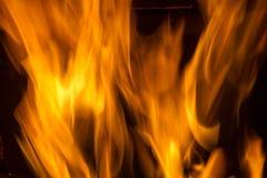 火火焰在黑背景的 免版税图库摄影