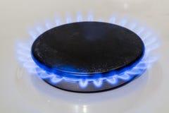 火灼烧的煤气喷燃器家庭煤气炉 免版税图库摄影