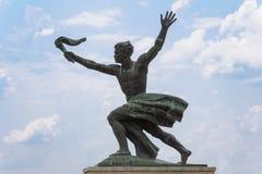 火炬持票人的雕象 免版税图库摄影
