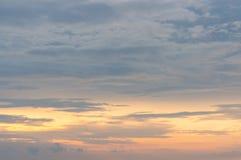 火热的橙色日落天空 美丽的天空 免版税图库摄影