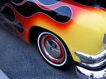 火焰状旧车改装的高速马力汽车 免版税库存照片