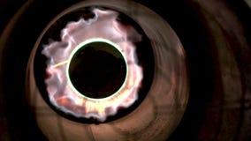 火焰非常明亮地燃烧 特写镜头允许您看火秀丽  影视素材