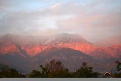 火熊熊喜马拉雅山iluminated印度kangra 免版税库存图片