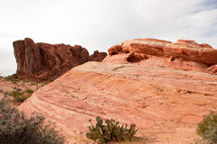 火的惊人的颜色和形状挥动岩石 图库摄影