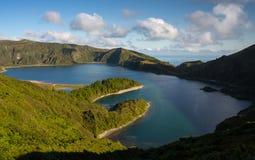 火盐水湖& x28; Lagoa做Fogo& x29; 库存照片
