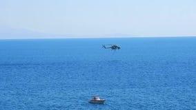 火直升机,当它装载水的plana阿马飞时港  股票录像