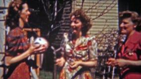 火石,密执安1955年:扔时间的球普遍的比赛的夫人 股票视频