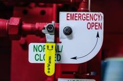 火管道系统的紧急阀门 图库摄影