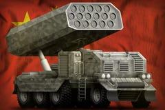 火箭队火炮,有灰色伪装的导弹发射装置在中国国旗背景 3d例证 库存例证