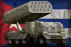 火箭队火炮,有灰色伪装的导弹发射装置在古巴国旗背景 3d?? 皇族释放例证