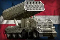 火箭队火炮,有灰色伪装的导弹发射装置在多米尼加共和国国旗背景 3d?? 向量例证