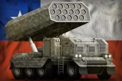 火箭队火炮,有灰色伪装的导弹发射装置在智利国旗背景 3d例证 库存例证