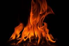 火红色火焰在黑背景的 图库摄影
