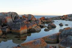 火红色石头海湾  库存图片