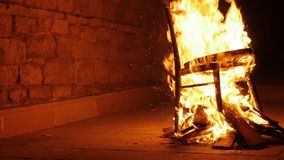 火肆虐几乎烧成灰烬 股票视频