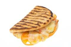 火腿、乳酪和蕃茄小面包干panini三明治 免版税图库摄影