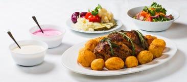 火腿、土豆和沙拉 库存图片