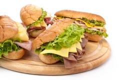 火腿、蒜味咸腊肠、火鸡和牛肉三明治 库存图片