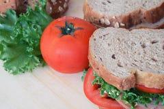 火腿三明治和全麦面包 免版税库存照片